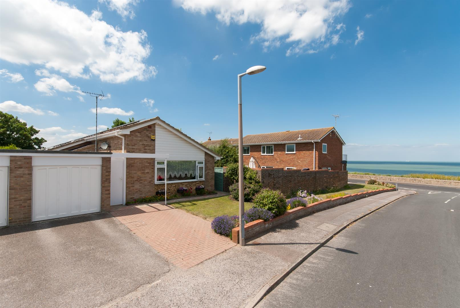 3 Bedrooms Property for sale in Cliff Field, Westgate-On-Sea